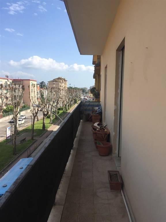Appartamento in Viale Beneduce  19, Centro, Caserta