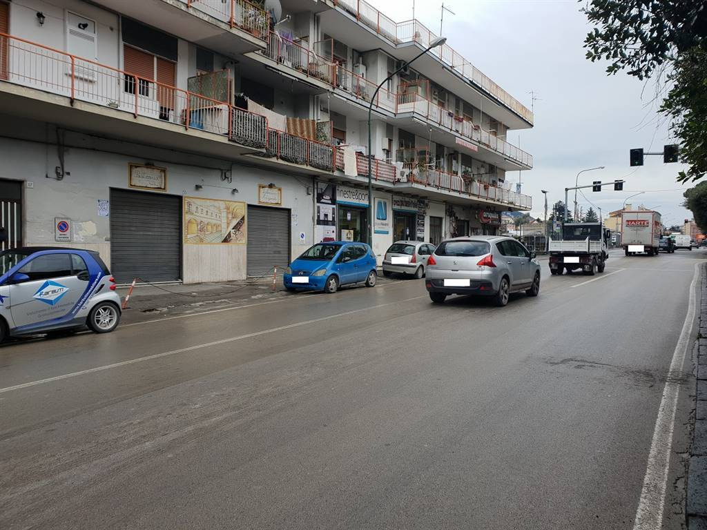 CAVA DE' TIRRENI, Shop for rent of 100 Sq. mt., Good condition, Energetic class: G, placed at Ground, composed by: 2 Rooms, 1 Bathroom, Price: € 1,800