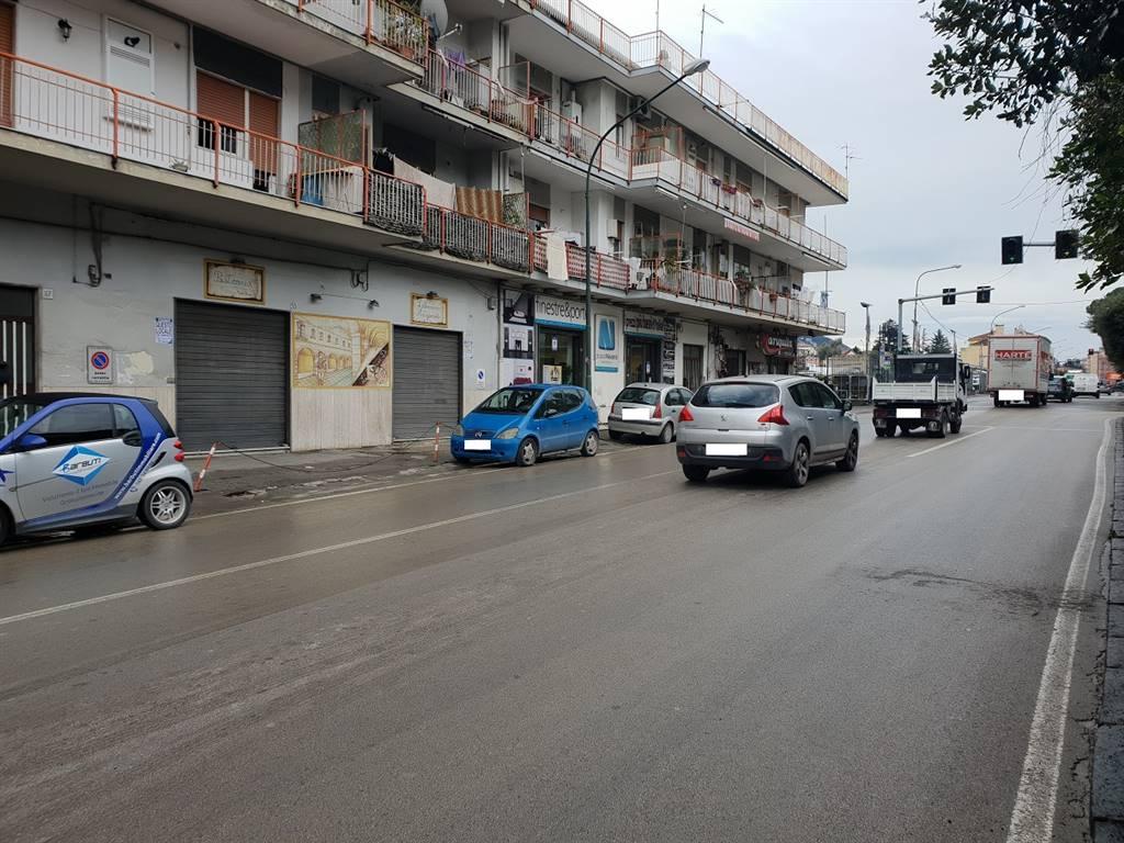 CAVA DE' TIRRENI, Negozio in affitto di 100 Mq, Buone condizioni, Classe energetica: G, posto al piano Terra, composto da: 2 Vani, 1 Bagno, Prezzo: €