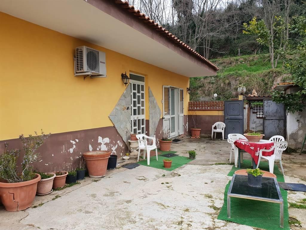 Soluzione Indipendente in vendita a Cava de' Tirreni, 5 locali, zona Località: SANT'ANNA, prezzo € 250.000   CambioCasa.it