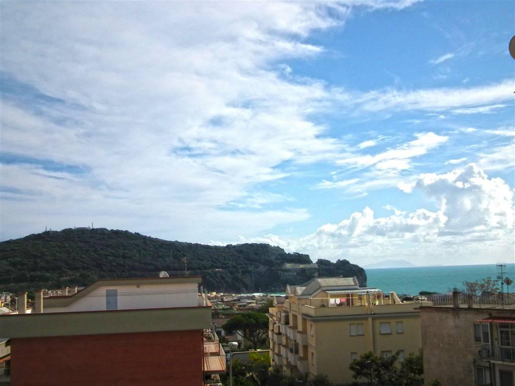 Appartamento in vendita a Gaeta, 6 locali, prezzo € 280.000 | CambioCasa.it