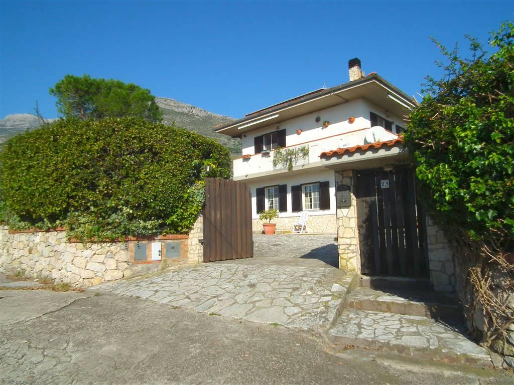Villa in vendita a Spigno Saturnia, 7 locali, prezzo € 230.000   CambioCasa.it