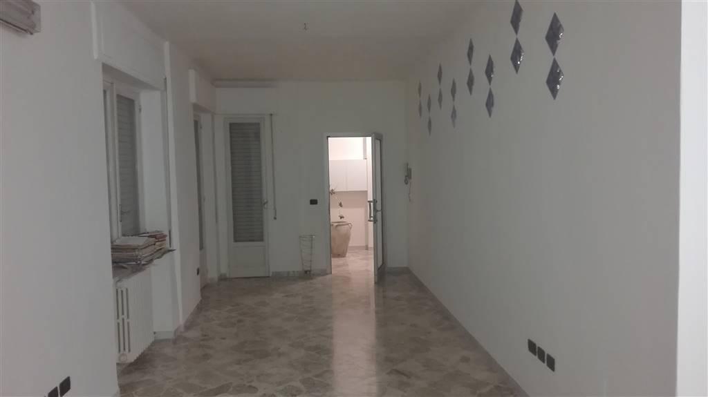 Ufficio / Studio in affitto a Monopoli, 2 locali, prezzo € 400 | CambioCasa.it