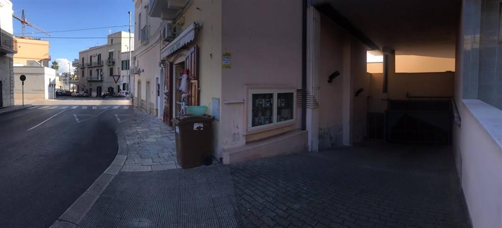 Foto - Garage In Vendita Monopoli