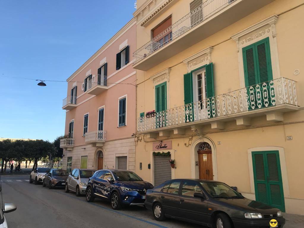 Ufficio / Studio in affitto a Monopoli, 2 locali, prezzo € 500 | CambioCasa.it