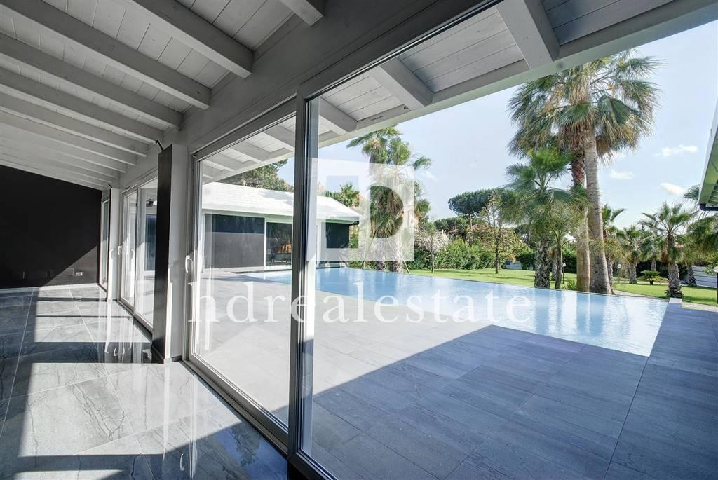 Piscina, terrazza, vetrate