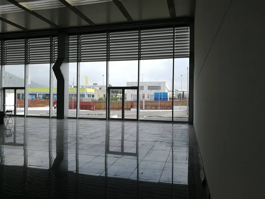 SAN LEONARDO / ARECHI / MIGLIARO, SALERNO, Industrial warehouse for rent of 750 Sq. mt., Good condition, Energetic class: G, composed by: , Price: €