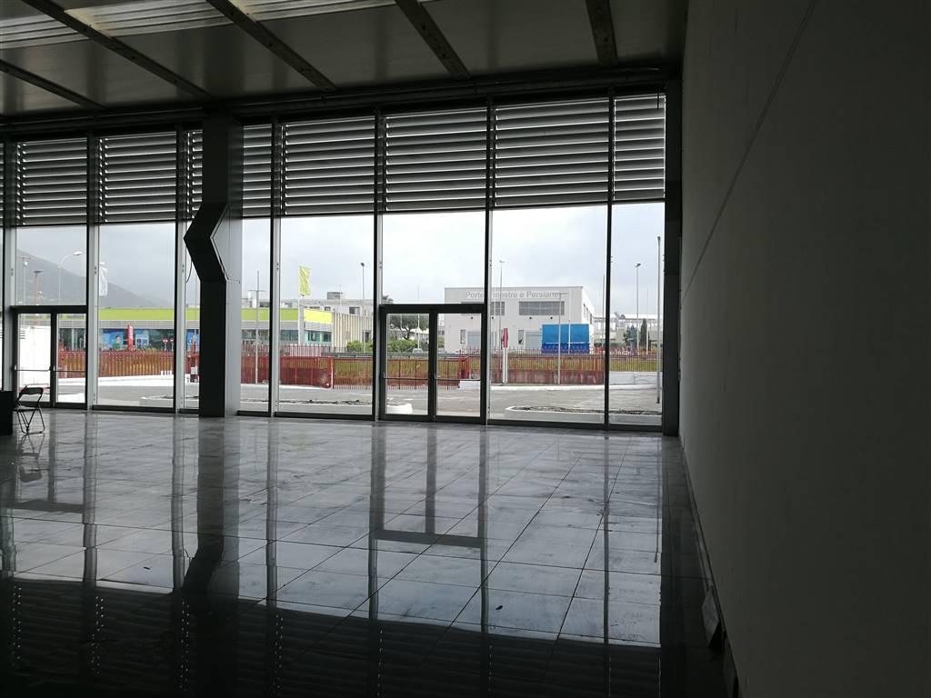 SAN LEONARDO / ARECHI / MIGLIARO, SALERNO, Capannone industriale in affitto di 750 Mq, Buone condizioni, Classe energetica: G, composto da: , Prezzo: