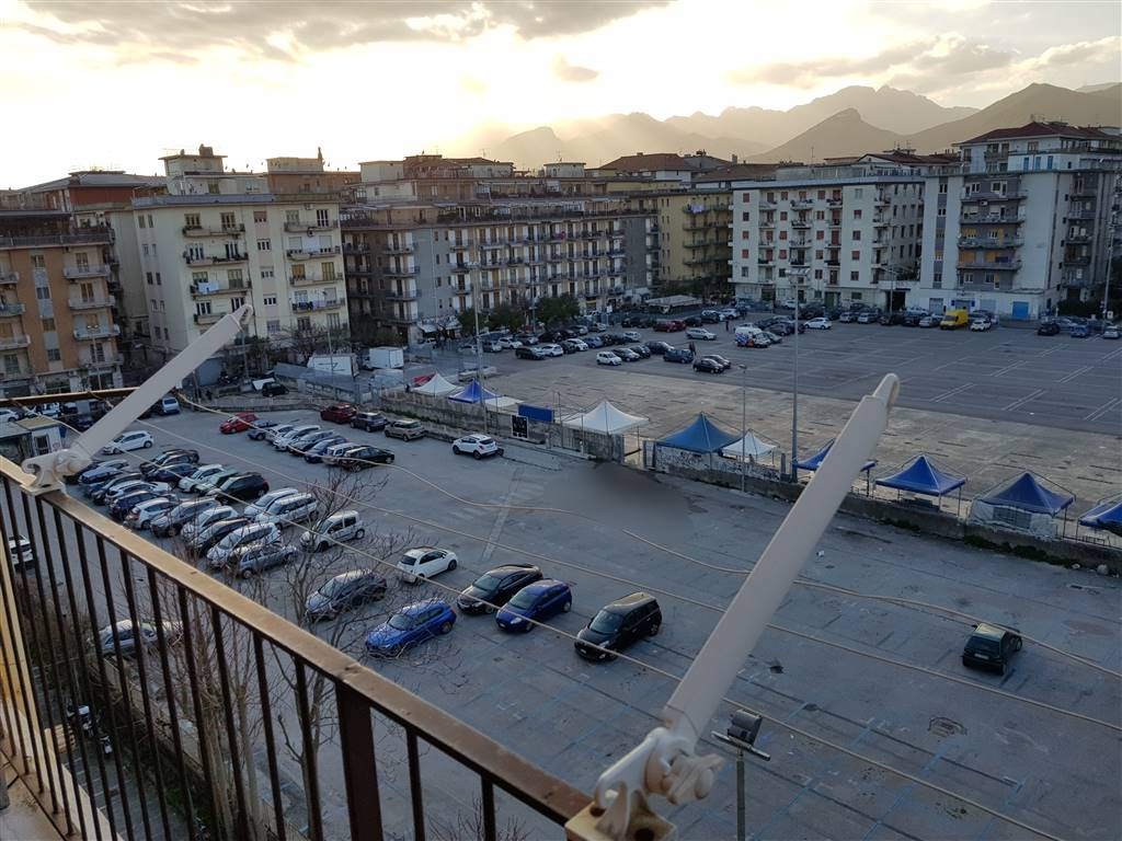 Trilocale in Via Xx Settembre, Torrione, Salerno