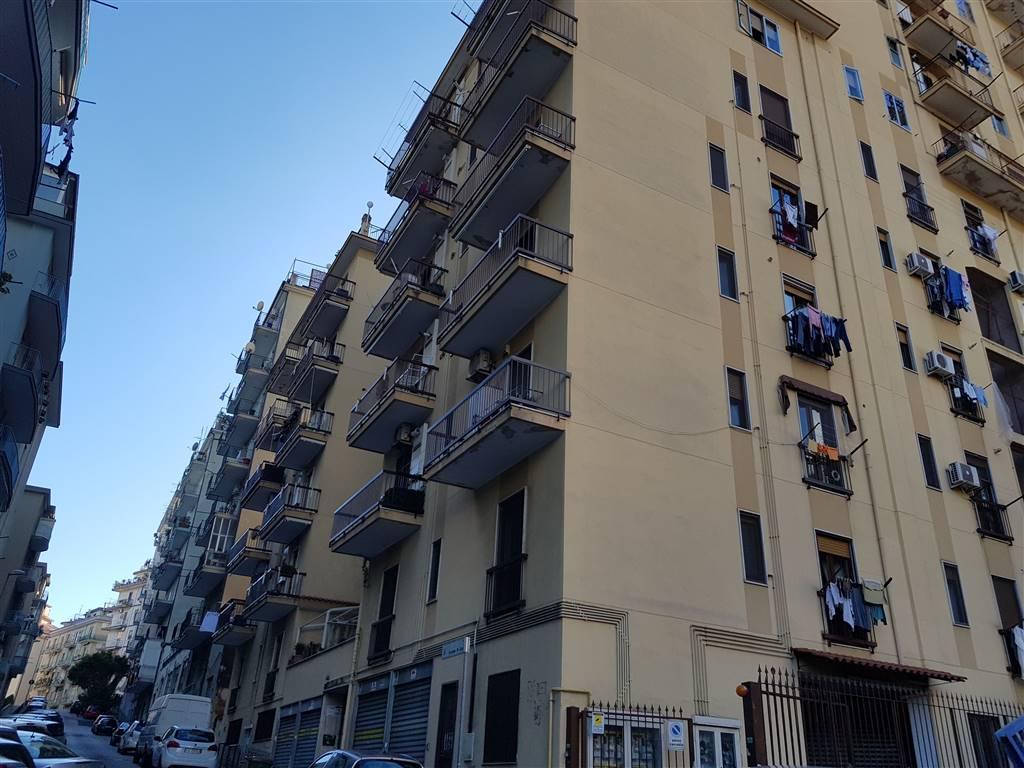 Trilocale in Via De Caro, Carmine, Salerno
