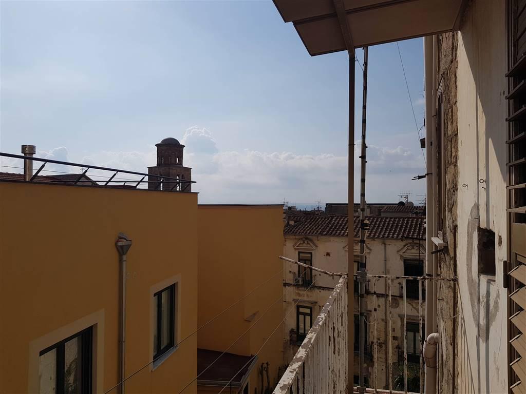 Trilocale in Via Romoaldo Guarna, Centro Storico, Salerno