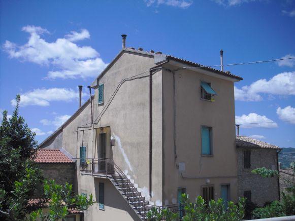Appartamento in vendita a Castell'Azzara, 3 locali, prezzo € 45.000 | CambioCasa.it