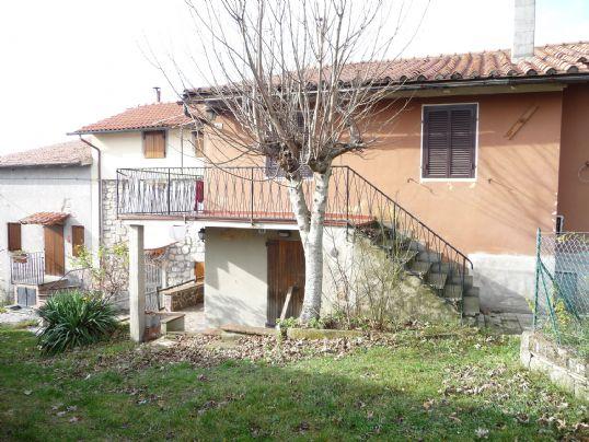 Appartamento in vendita a Santa Fiora, 3 locali, zona Zona: Bagnolo, prezzo € 52.000 | CambioCasa.it