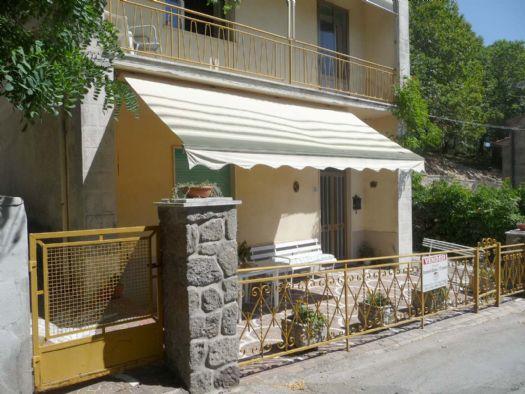 Appartamento in vendita a Santa Fiora, 3 locali, zona Zona: Bagnolo, prezzo € 45.000 | CambioCasa.it