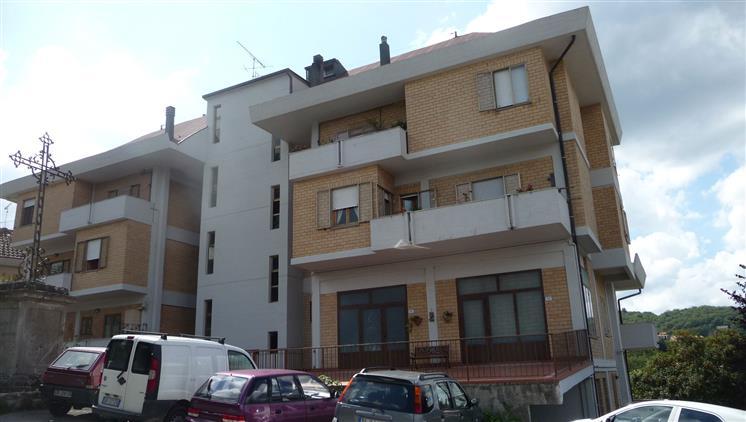 Appartamento in vendita a Arcidosso, 8 locali, prezzo € 220.000 | CambioCasa.it