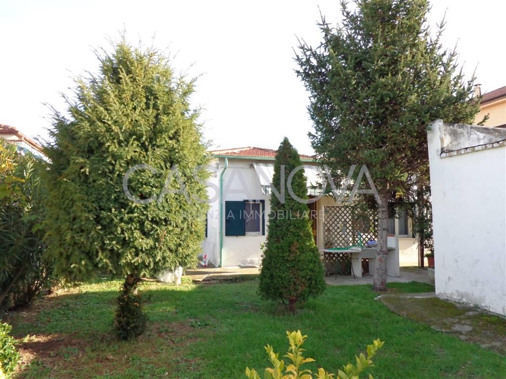 Отдельно стоящий дом в GIULIANOVA 90 Км | 4 Помещения - Гараж | Садик 180 Км