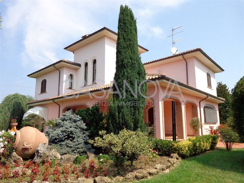 Villa in GIULIANOVA 435 Sq. mt. | 7 Rooms - Garage | Garden 3000 Sq. mt.
