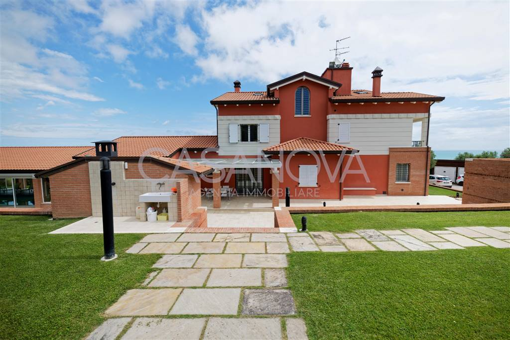 Villa in GIULIANOVA 400 Sq. mt. | 11 Rooms - Garage | Garden 15000 Sq. mt.