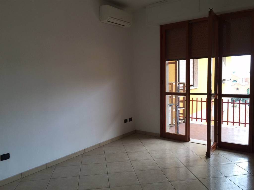 CAMPI BISENZIO, Apartment for rent of 85 Sq. mt., Habitable, Heating Individual heating system, Energetic class: G, placed at 5° on 5, composed by: 4