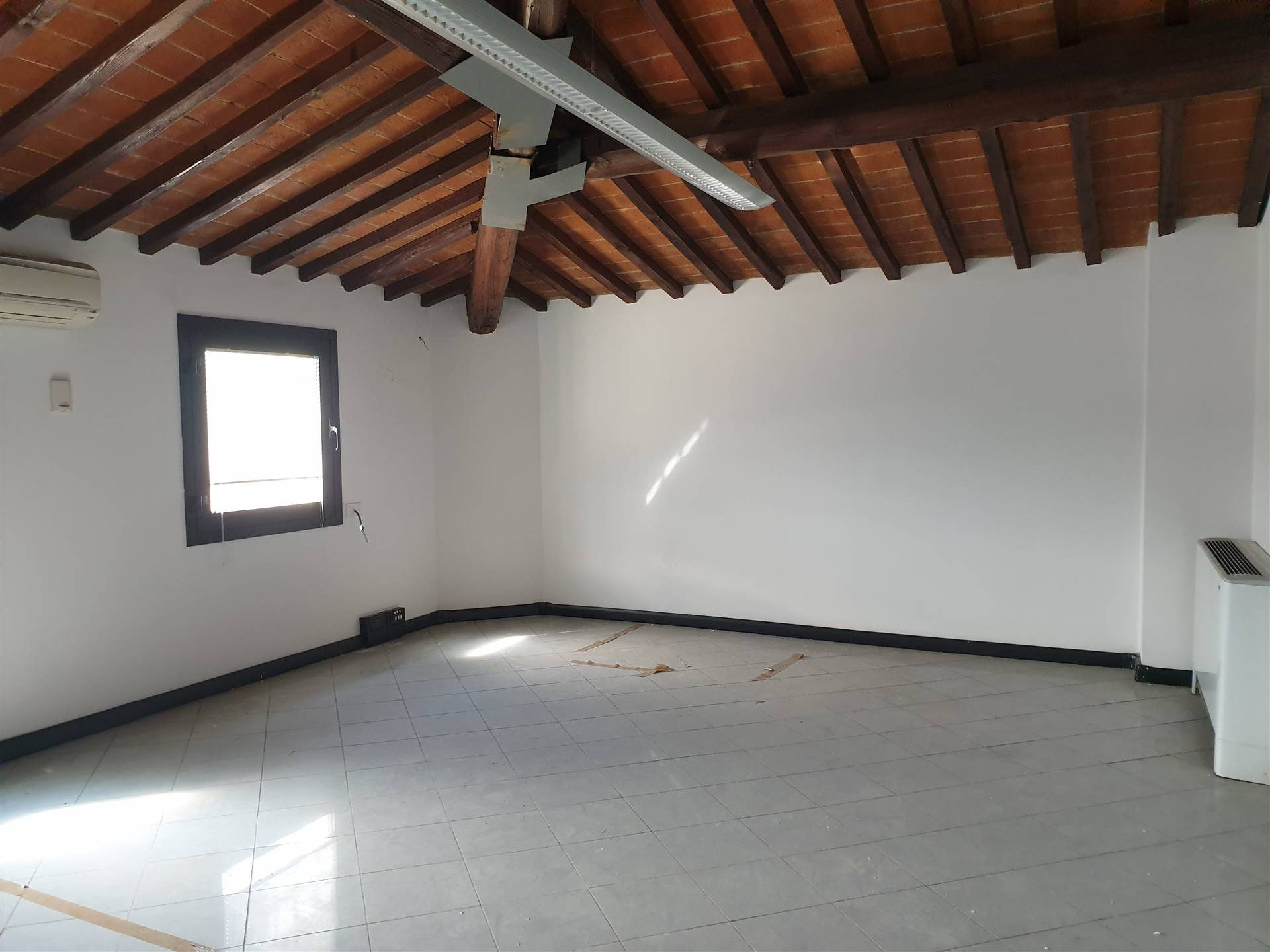 ZARINI, PRATO, Office for rent, Excellent Condition, Heating Individual heating system, Energetic class: G, placed at Ground on 2, composed by: 3