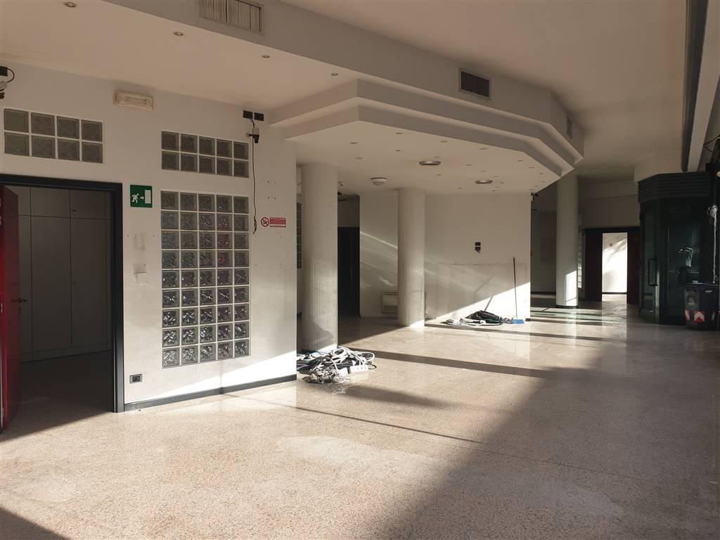 Prato, nei pressi di Via Ferrucci, immobile commerciale di sicuro interesse ed in posizione strategica e con altissima visibilità. L'immobile