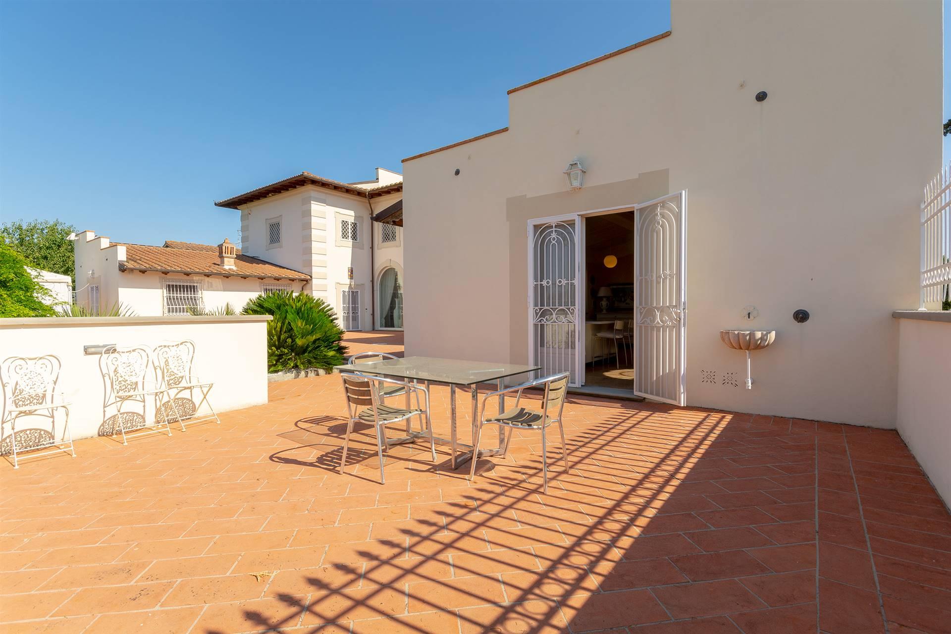 Appartamento in affitto a Signa, 6 locali, zona Zona: Lecore, prezzo € 2.000   CambioCasa.it
