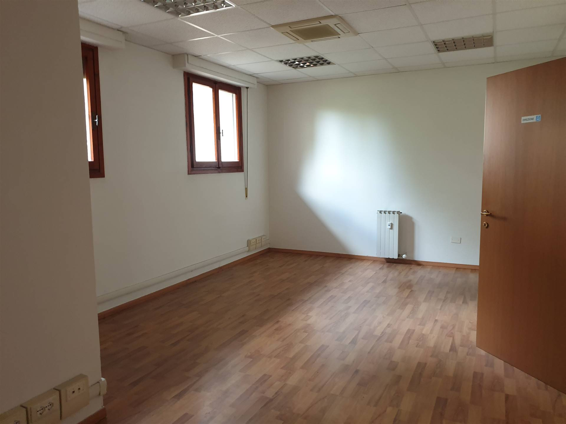 COVERCIANO, FIRENZE, Office for rent of 100 Sq. mt., Excellent Condition, Heating Centralized, Energetic class: G, placed at Ground, composed by: 4