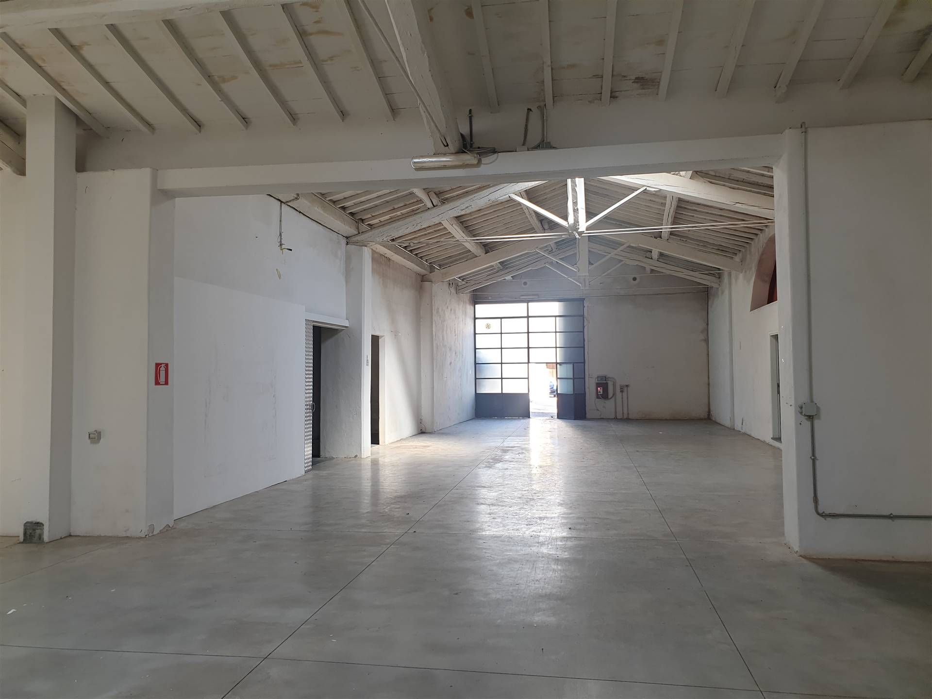 ISOLOTTO, FIRENZE, Industrial warehouse for rent of 700 Sq. mt., Good condition, Heating Non-existent, Energetic class: G, placed at Ground, composed