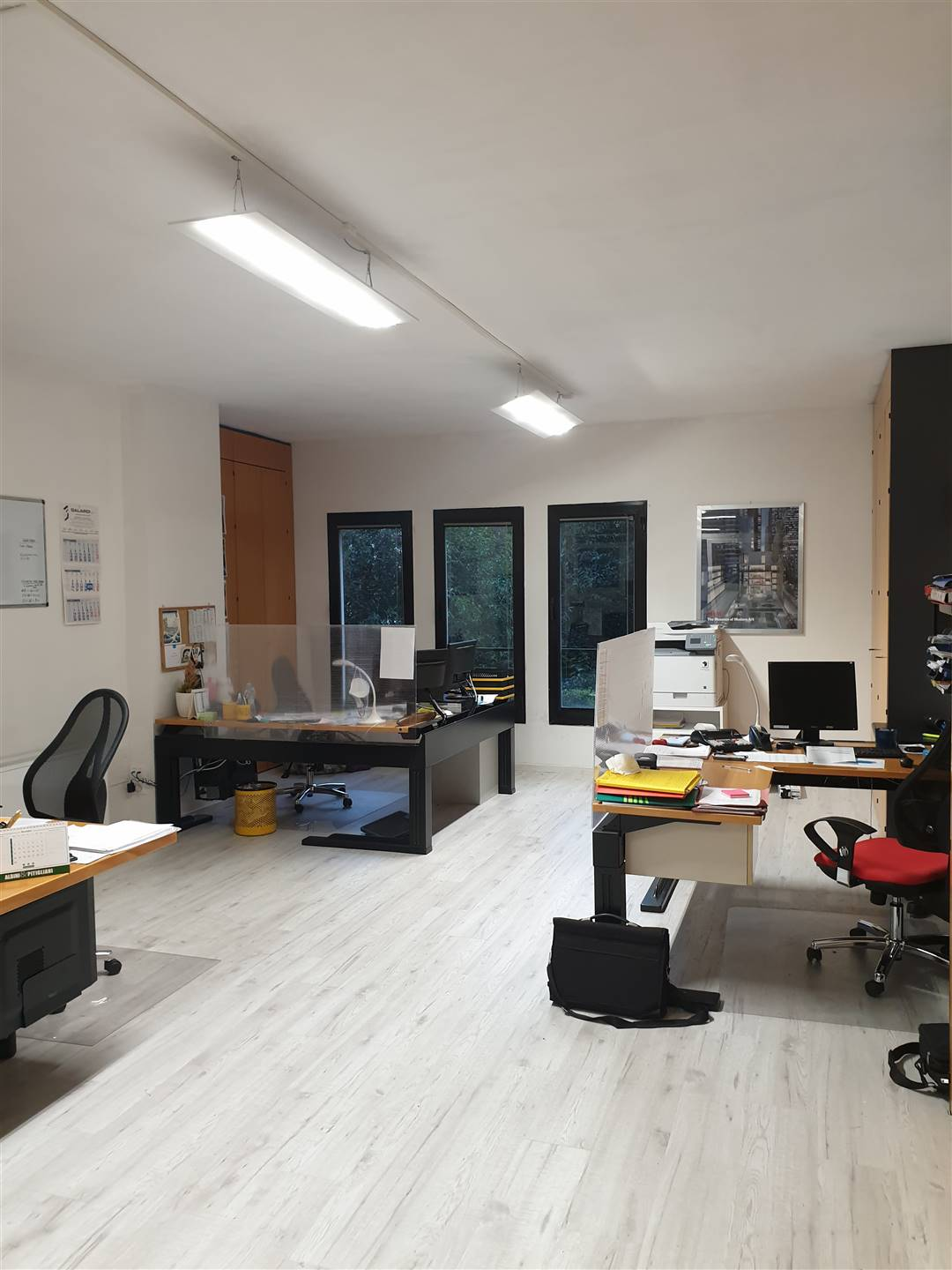REPUBBLICA, PRATO, Office for sale of 110 Sq. mt., Restored, Heating Centralized, Energetic class: G, placed at Ground, composed by: 3 Rooms, 2