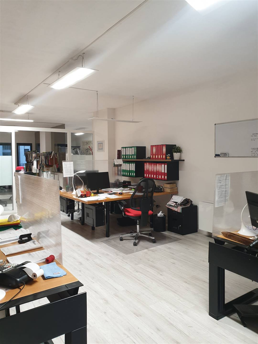 REPUBBLICA, PRATO, Office for rent of 110 Sq. mt., Restored, Heating Centralized, Energetic class: G, placed at Ground, composed by: 3 Rooms, 2