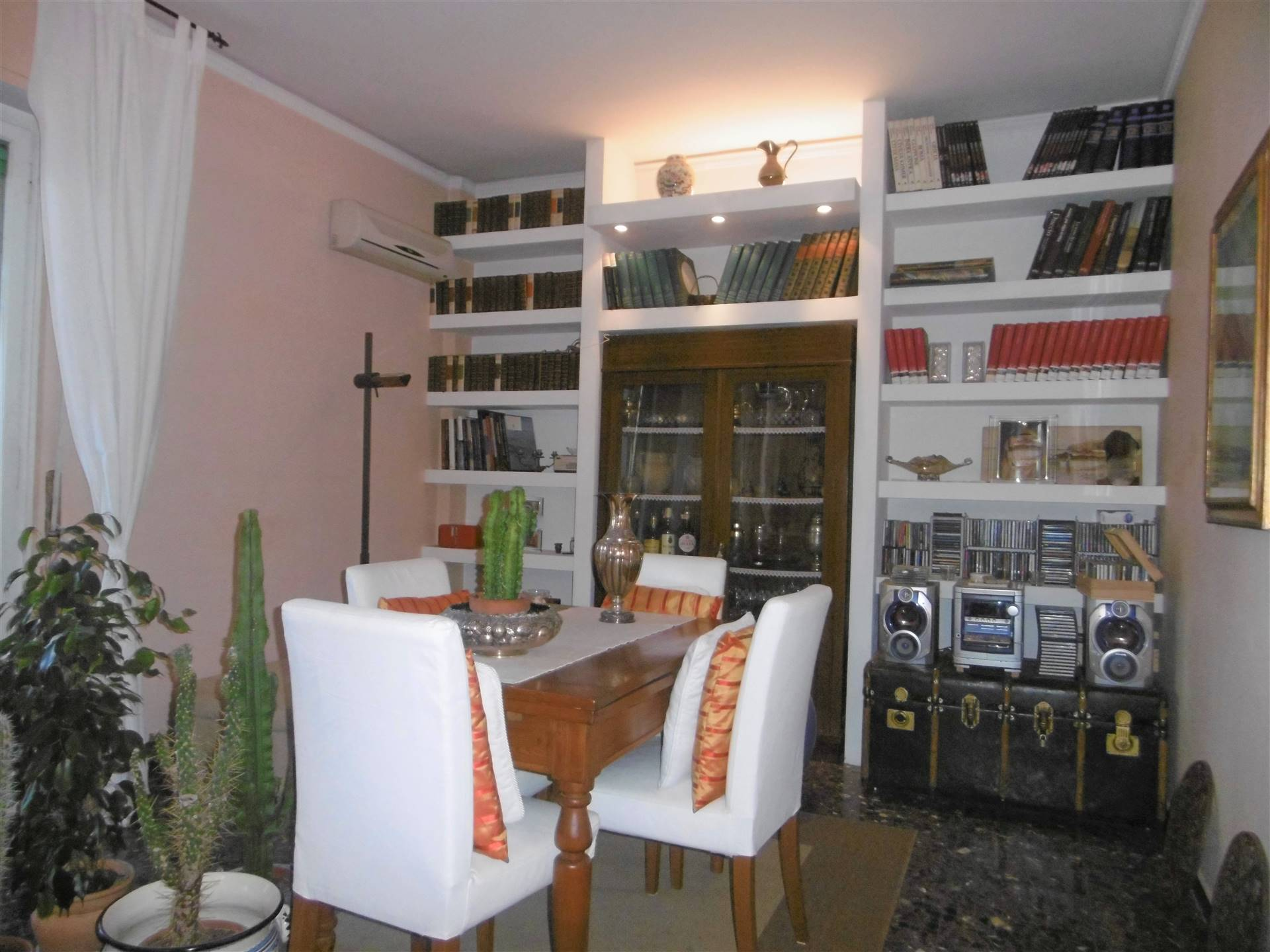 NOVOLI, FIRENZE, Apartment for sale of 145 Sq. mt., Excellent Condition, Heating Centralized, placed at 4° on 7, composed by: 6 Rooms, Separate