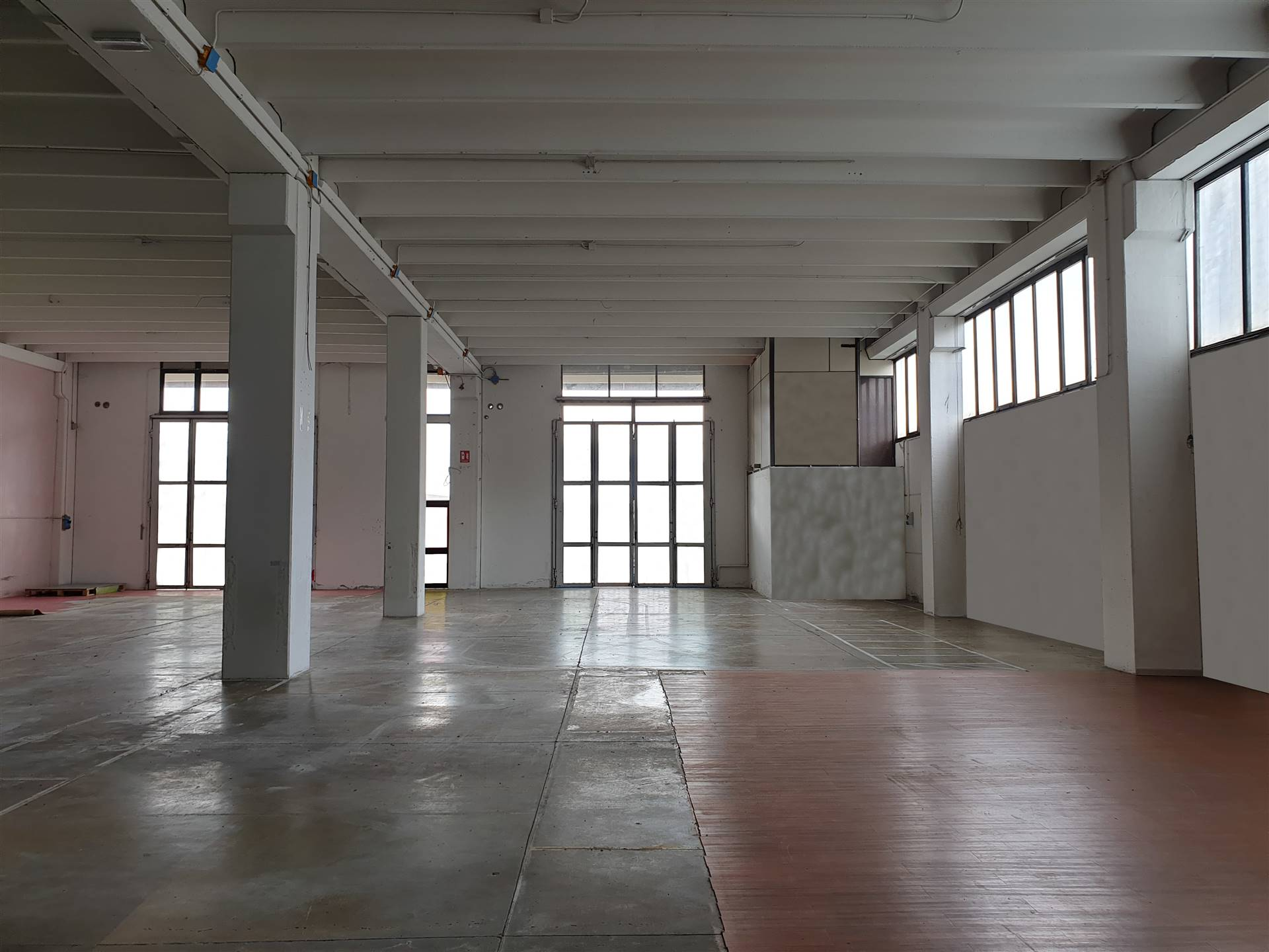 ARIOSTO, SESTO FIORENTINO, Industrial warehouse for rent of 900 Sq. mt., Excellent Condition, Heating Individual heating system, Energetic class: G,