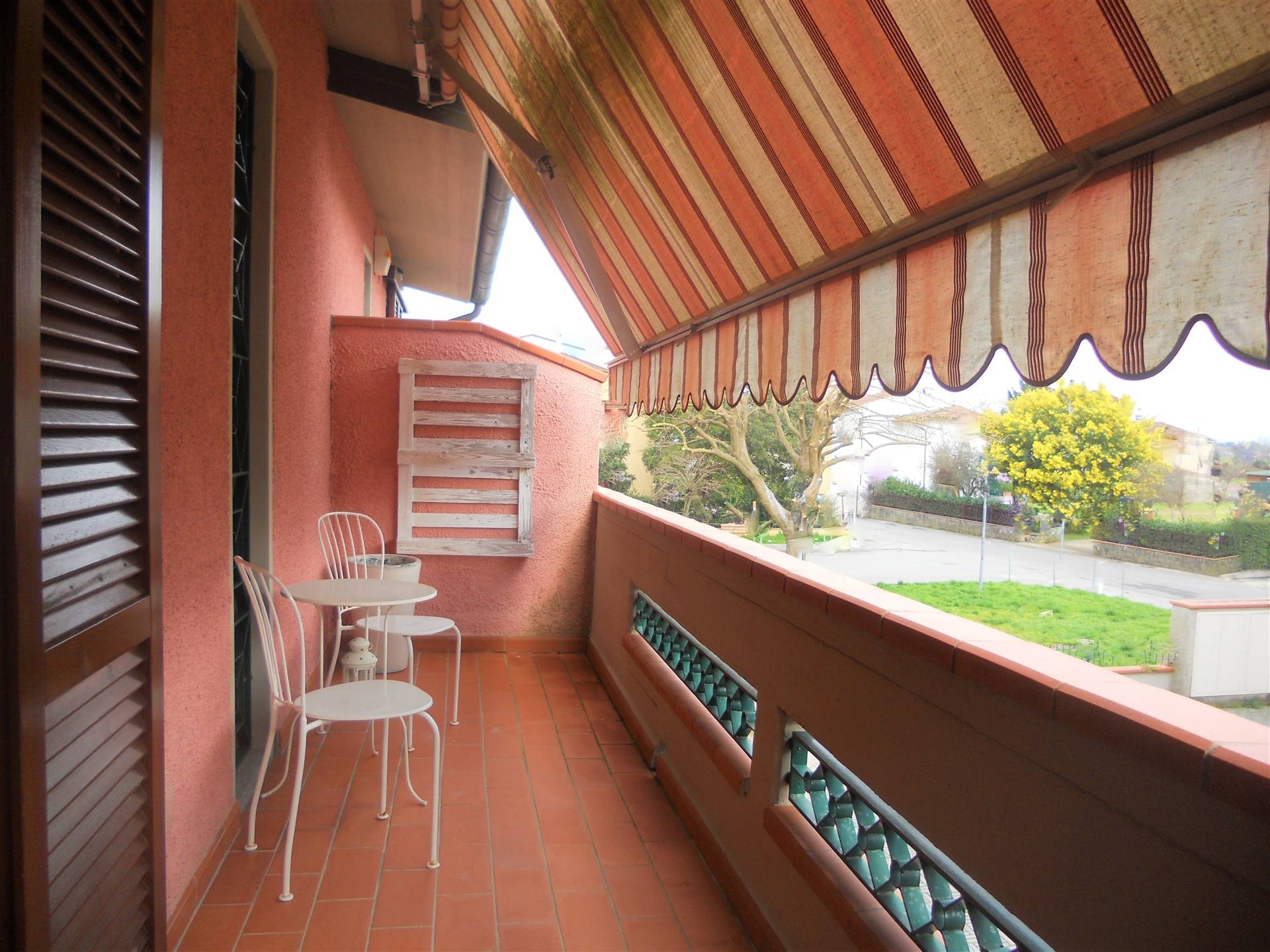 SEANO, CARMIGNANO, Apartment for sale of 91 Sq. mt., Excellent Condition, Heating Individual heating system, Energetic class: G, placed at 1° on 1,