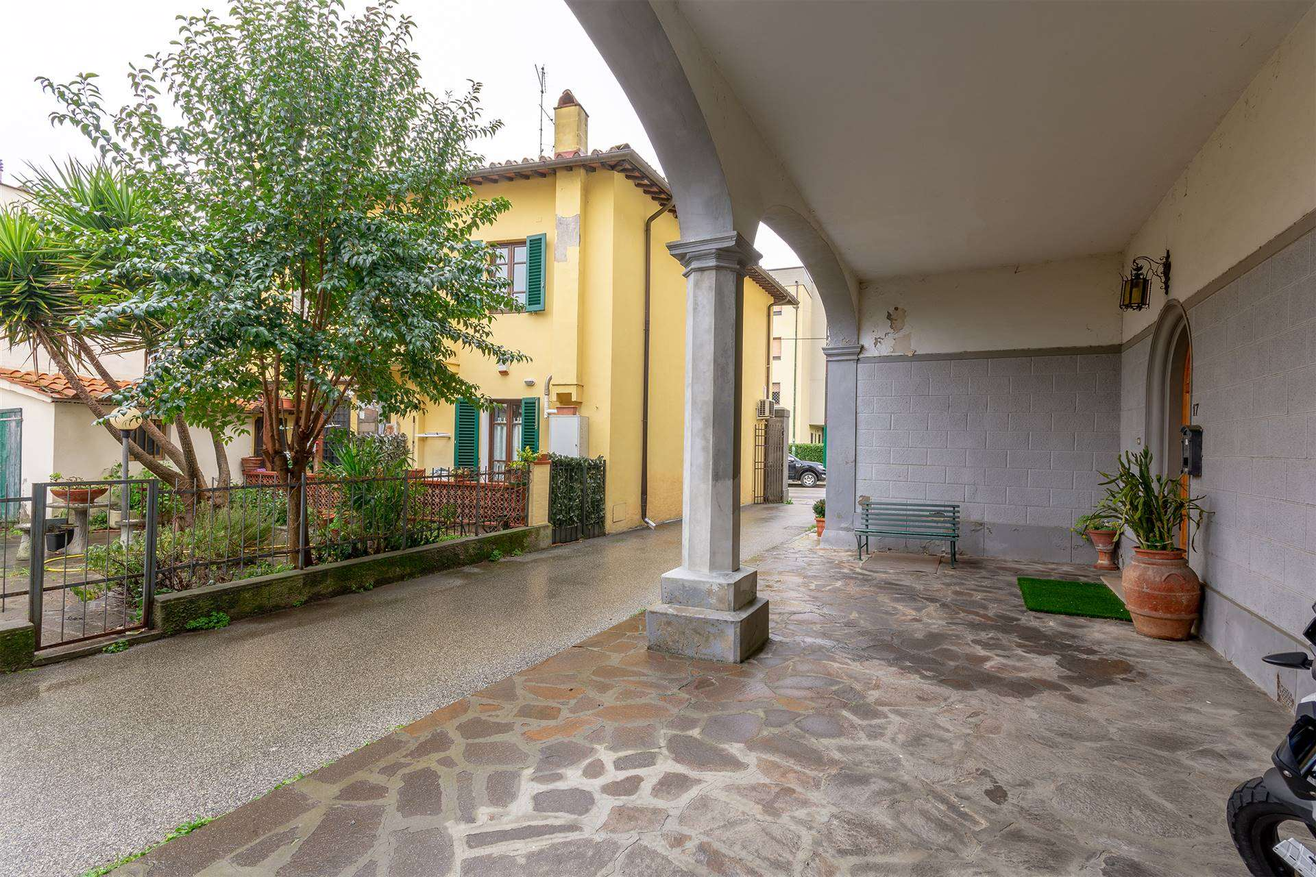 SAN MARTINO, CAMPI BISENZIO, terraced house for sale of 480 Sq. mt., Be restored, Heating Individual heating system, Energetic class: G, Epi: 175,61