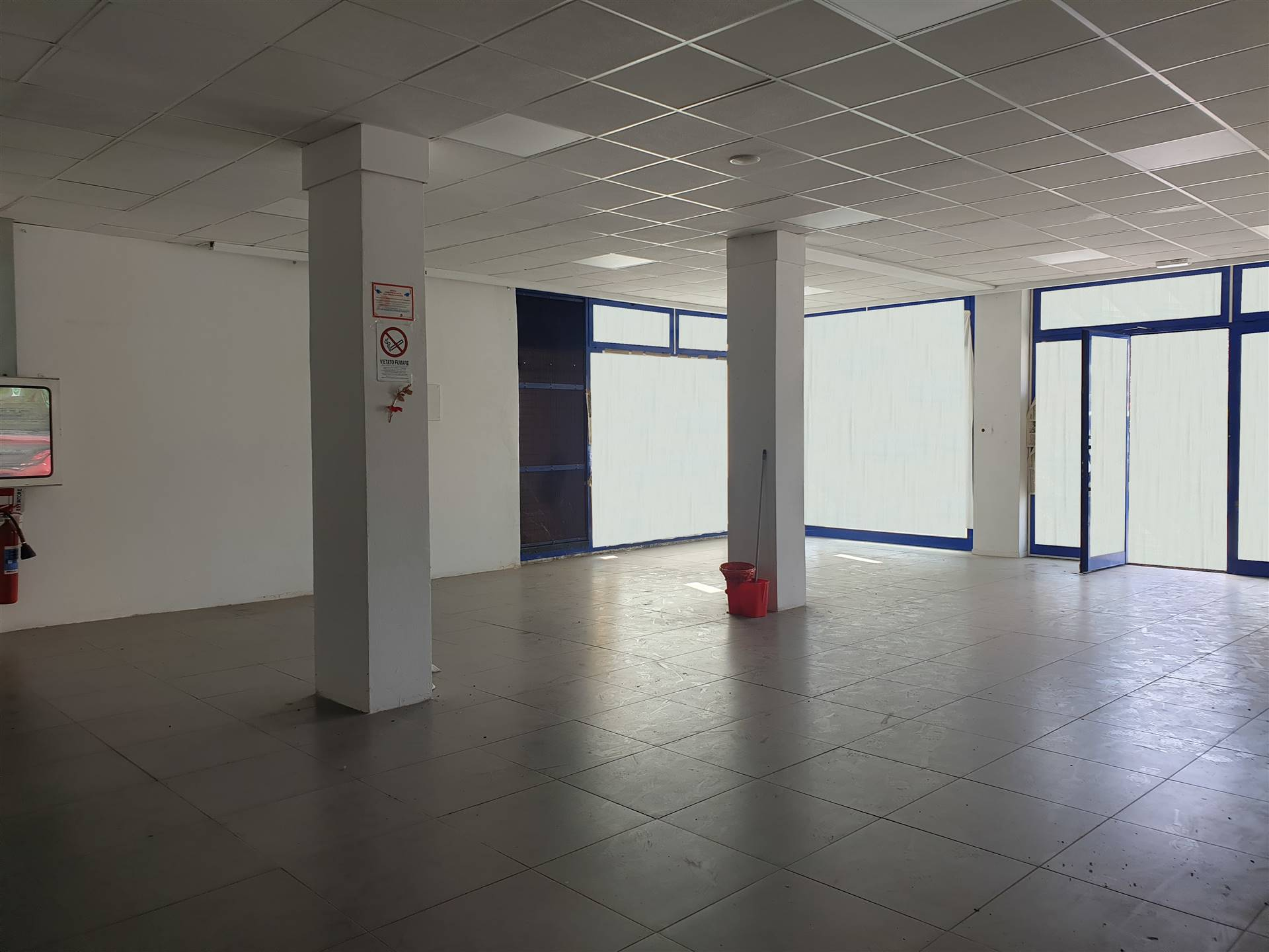 SOCCORSO, PRATO, Shop for rent of 390 Sq. mt., Excellent Condition, Heating Non-existent, Energetic class: G, placed at Ground, composed by: 2 Rooms,
