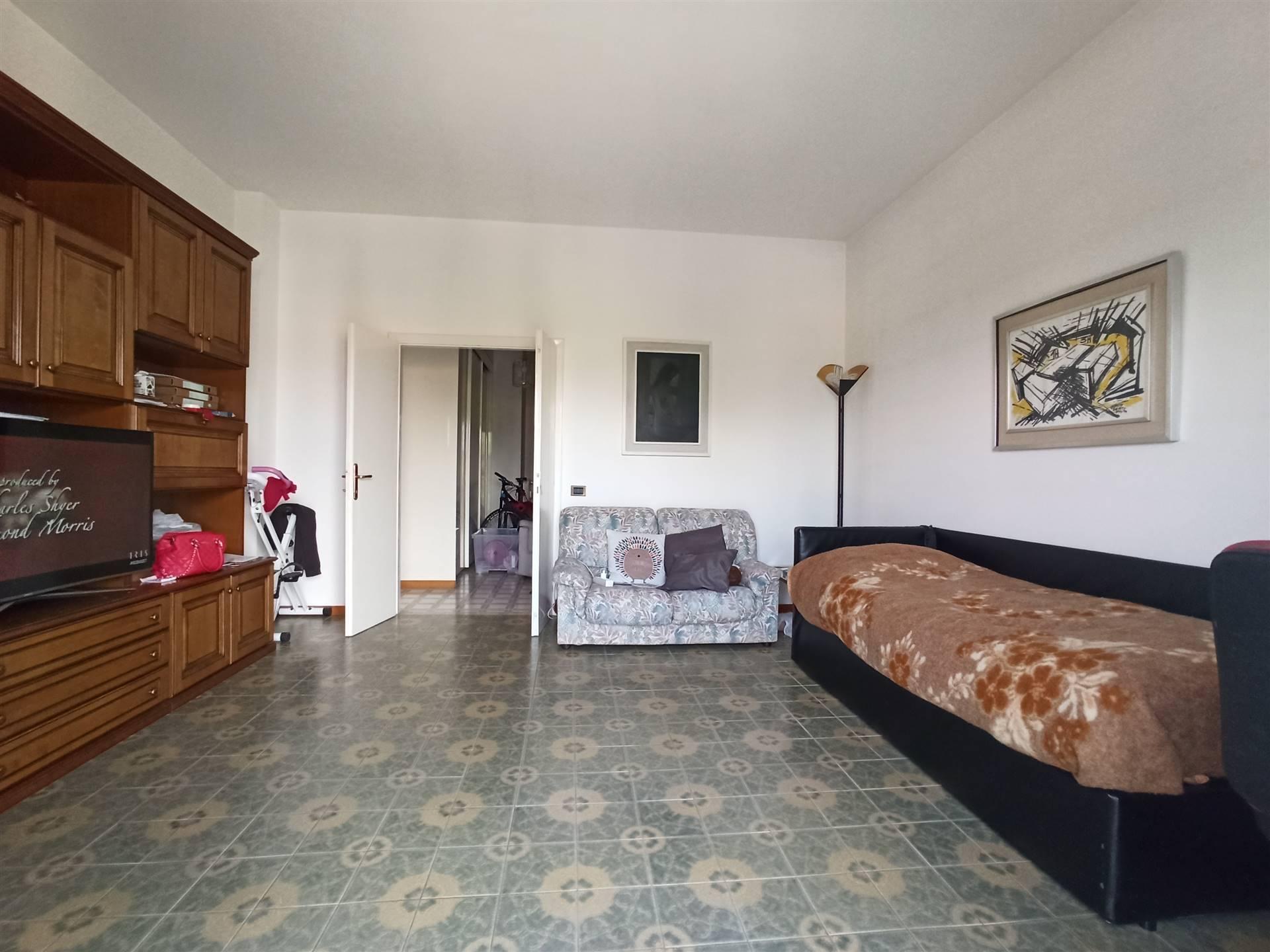 Campi Bisenzio pressi, località San Piero a Ponti, in zona tranquilla e ben servita, proponiamo in vendita un pratico appartamento TRIVANI di 90mq