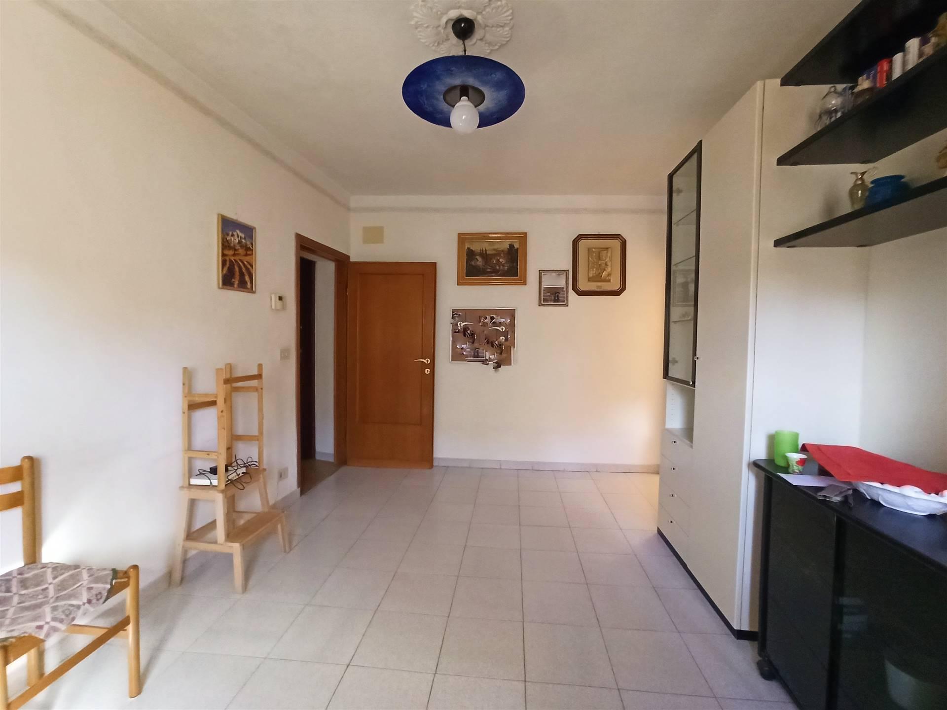 Signa centro, zona Castello, in contesto paesano tranquillo e silenzioso, proponiamo in vendita PANORAMICO appartamento QUADRIVANI di 77mq catastali,