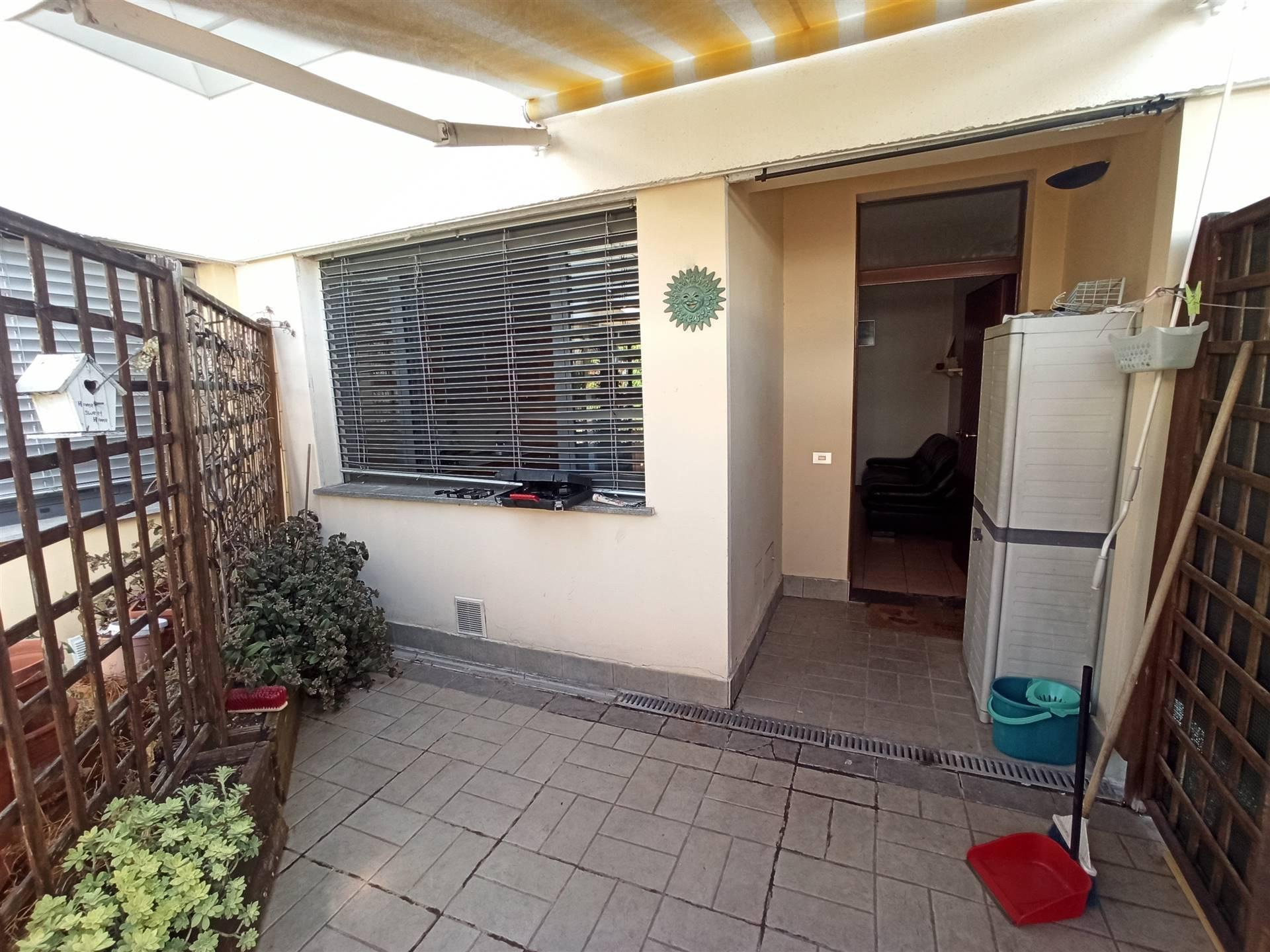 Firenze nord, zona Le Piagge, in contesto verdeggiante e ben servito, adiacente al centro commerciale, AFFITTASI appartamento BILOCALE di 50mq
