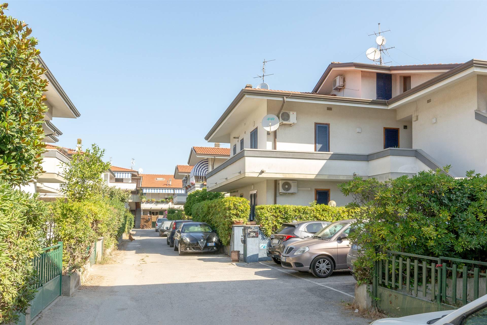 Viareggio, località Torre del Lago, in contesto residenziale molto tranquillo e a vocazione turistica, proponiamo in vendita grazioso appartamento