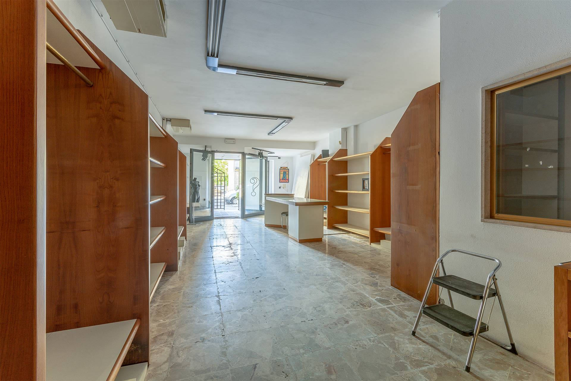 SIGNA, Shop for sale, Excellent Condition, Heating Individual heating system, Energetic class: G, placed at Ground on 1, composed by: 2 Rooms, 1