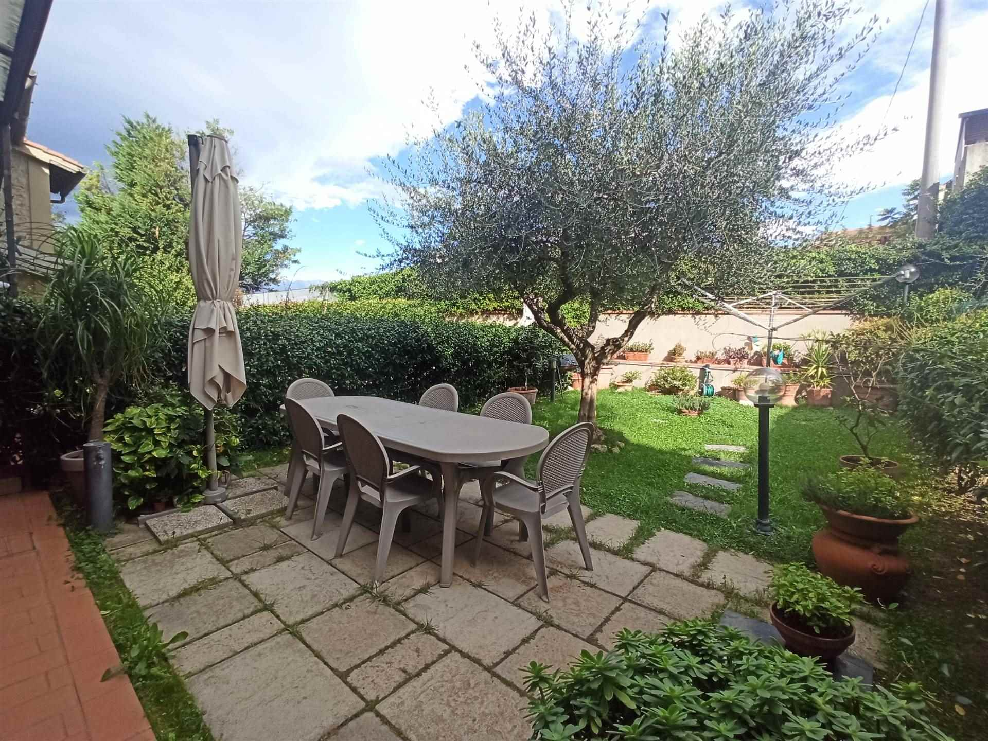 SAN GIUSTO, PRATO, terraced house for sale, Excellent Condition, Heating Individual heating system, Energetic class: G, Epi: 166,76 kwh/m2 year,