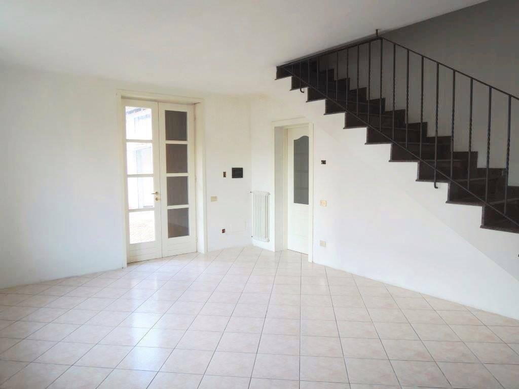 Casa semi indipendente, San Giuliano, Castelvetro Piacentino, ristrutturato