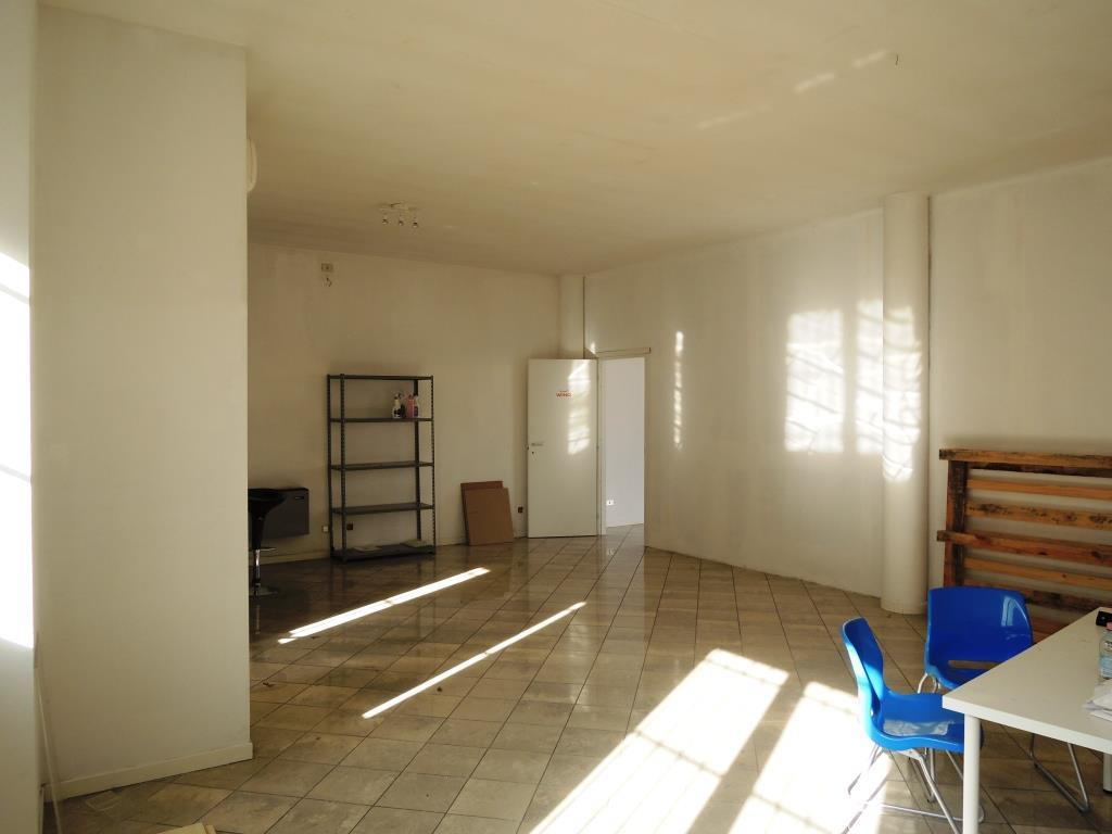 Negozio / Locale in affitto a Rottofreno, 2 locali, zona Nicolò, prezzo € 1.000 | PortaleAgenzieImmobiliari.it