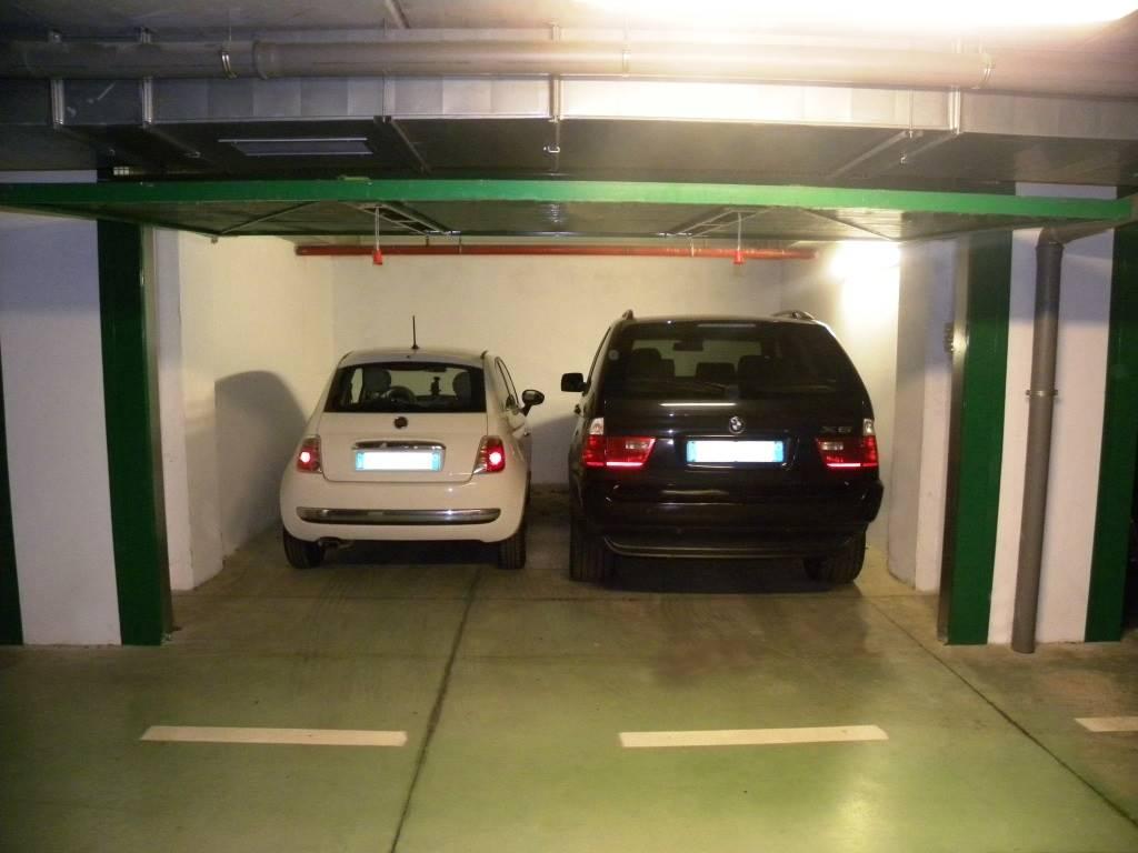 Garage / Posto auto in Pubblico Passeggio, Centro Storico, Piacenza