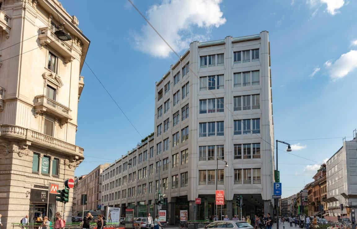MOSCOVA, MILANO, Ufficio in affitto di 215 Mq, Riscaldamento Centralizzato, Classe energetica: D, composto da: 6 Vani, 2 Bagni, Ascensore, Balcone,