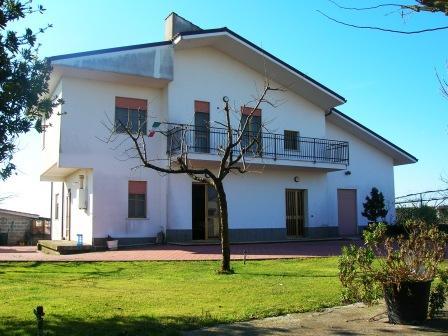 Villa, Aprilia, abitabile