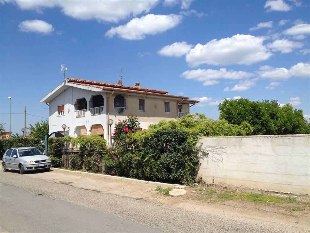 Casa semi indipendente, Aprilia