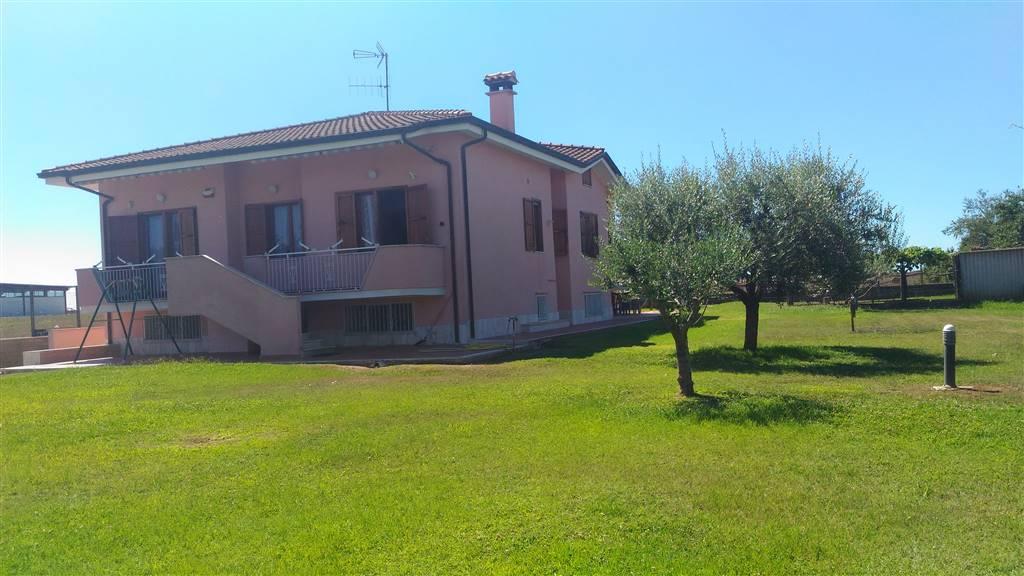Villa, Aprilia