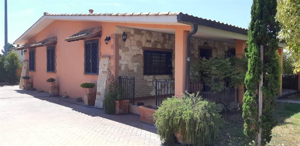 Villa, Aprilia, in ottime condizioni