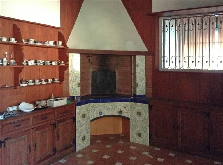 cucina in muratura con forno a legna